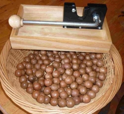 Macadamia+nuts+&+craker